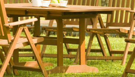 Dřevěné houpací křeslo do zahrady