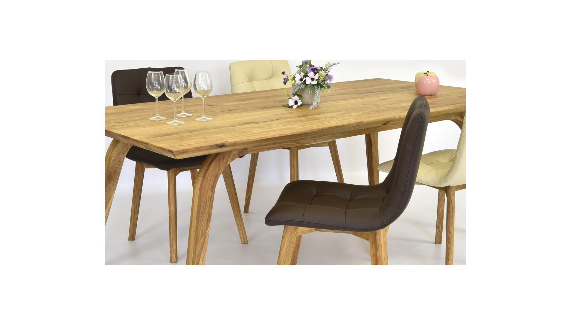 Ebédlőasztal és székek rusztikus stílusban